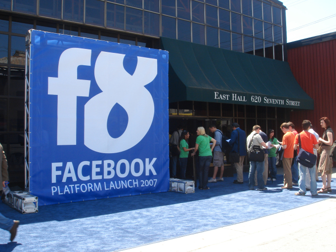 1492496280-6282-facebooks-first-f8